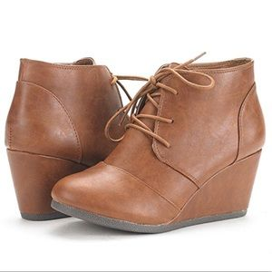 ARGUS Leather Ankle Booties
